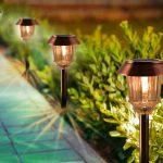 Quali sono i vari tipi di lampade solari da giardino?